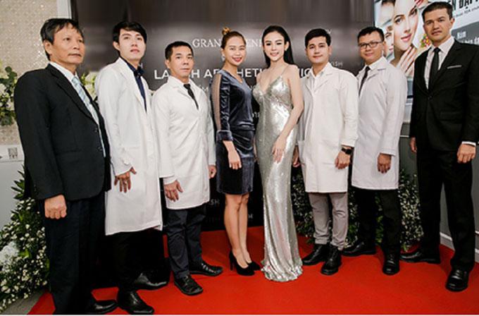 đội ngũ y bác sỹ chuyên khoa thẩm mỹ tại sự kiện